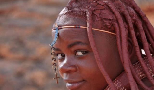 """非洲""""红泥""""部落,女子不洗澡还赤裸上身,大多数男子活不到15岁"""
