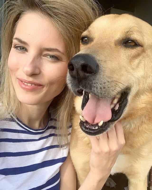 原创 这么悦目的脸,狗狗你怎么舍得伸出爪子?波兰名模被自家萌宠毁容