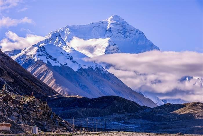 珠峰高程测量登山队成功登顶 8名攻顶队员报道