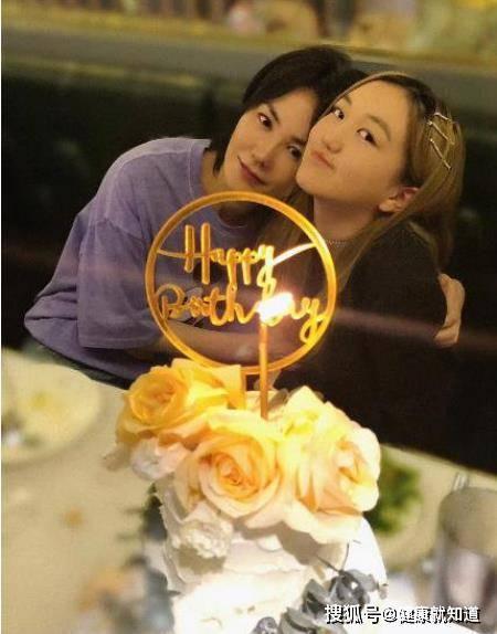 王菲为李嫣庆14岁生日,母女关系真好,令人羡慕嫉妒