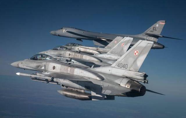 多国战机接力护航,美军轰炸机逼近俄罗斯家门口:威胁欧洲安全?