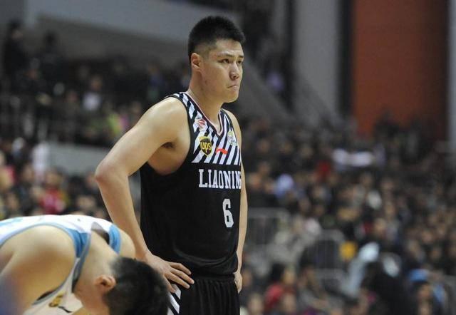 疑似发福辽宁男篮前锋受球迷质疑本赛季急需证明自己