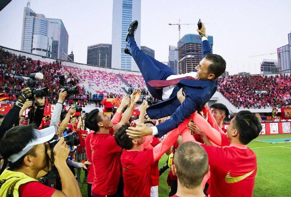 广州恒大已经连续7年被加冕为中超冠军,