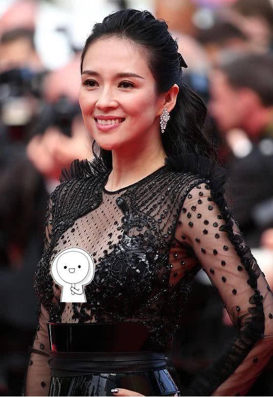 又被章子怡惊艳了,穿紫色连衣裙甜美减龄,难怪汪峰那么爱她