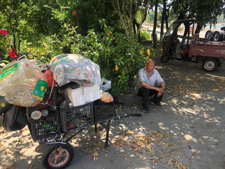 老人12天流浪60公里 武当山警方帮其找到家人