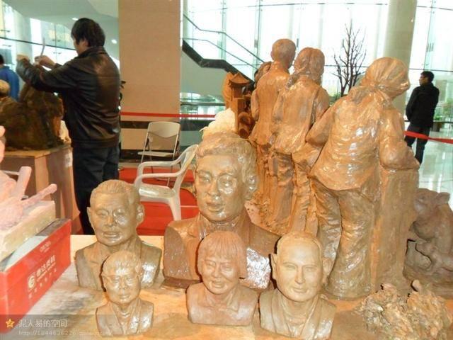 易厚庆2012在湖北美术馆与观众面对面