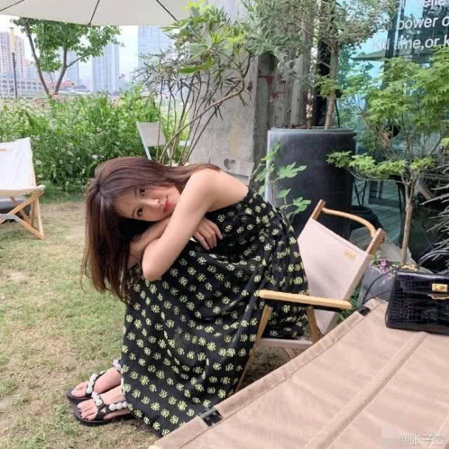 原创陈赫太太张子萱罕有露素颜,与化妆后差别有点大,是生完二胎后太累了吗?
