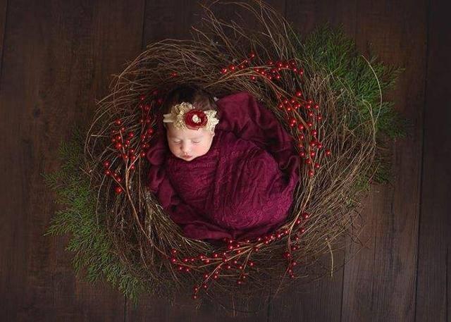 """原创为啥拍满月照""""裹住""""宝宝?摄影师说出原因,你还敢让娃这样做吗"""