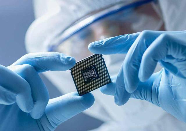 媲美馬斯克腦機接口,中國科學家僅需一顆芯片,就能實現逆轉衰老