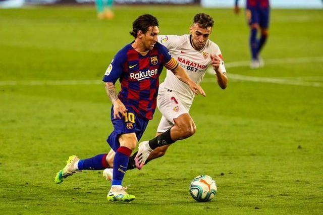 梅西也能如此狂怒,挨踢后他直接将对手推倒在地