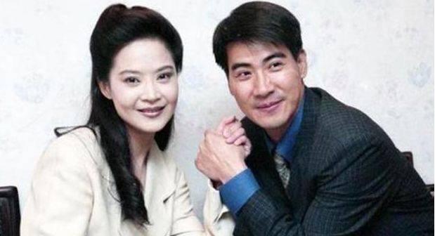 原创曾是最美琼瑶女郎,被骗走800万,老公两次出轨为了孩子不离婚