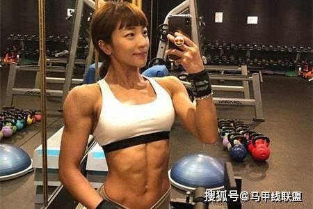 长相甜美身材却很强壮,通过不断努力,24岁成为健身教练 动作教学 第3张