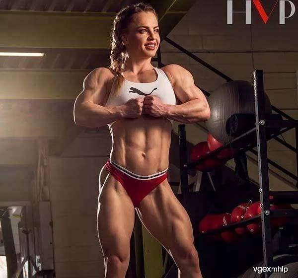 """号称""""大魔王""""的健身女郎,体脂率仅3%,浑身无处不肌肉"""