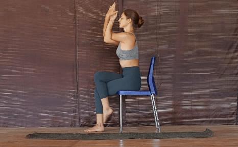 脊柱最怕久坐!一套椅子瑜伽轻松缓解脊背疲劳感,初学者必备_上身 知识百科 第4张