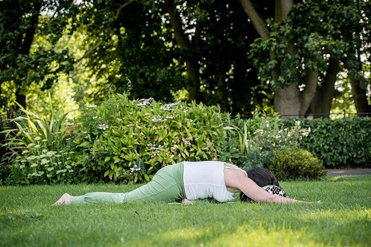 学会这套阴瑜伽体式,助你舒缓身心提升气质,很适合女人练习_身体 知识百科 第5张