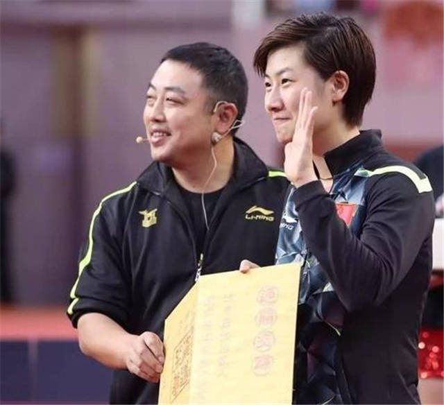 奥运会原创国乒队长坐宝马X5回家!父亲满头白发搬行李 丁宁捧鲜花告别粉丝