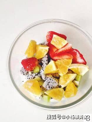 原创酸奶水果沙拉,清爽解腻,健康低脂,懒人的减肥好食谱
