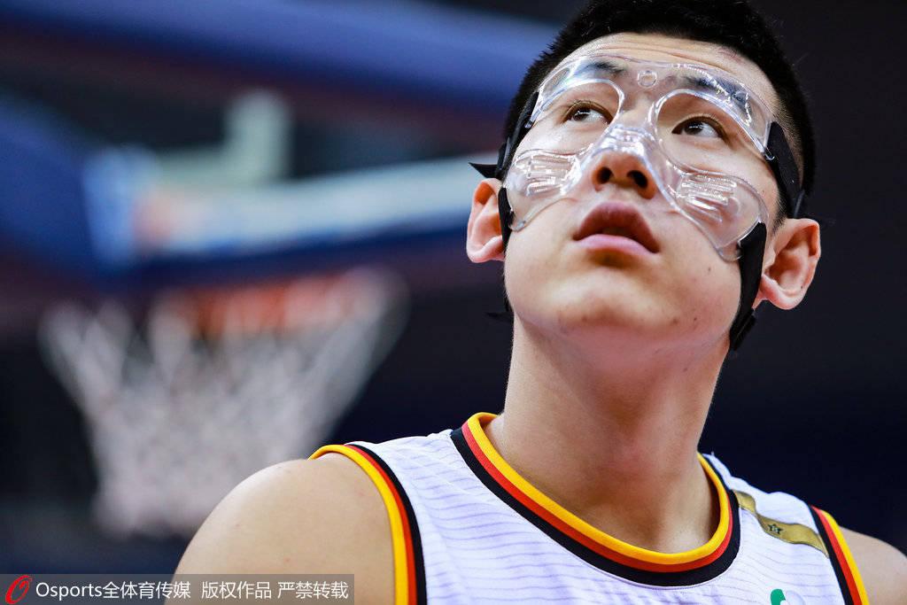 付豪:前几天鼻梁骨折 自己很想打比赛希望能坚持