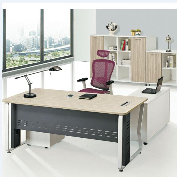 新中式办公室有自己的高油亮比,家具外