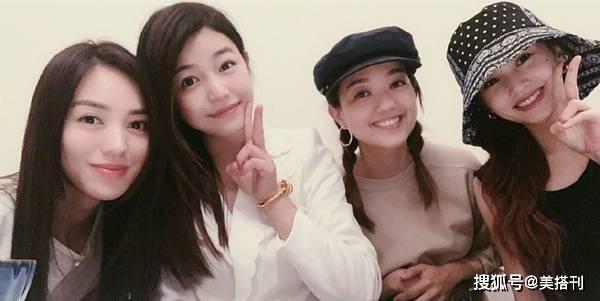 原创             陈妍希杨丞琳同框合影,都是不显老的少女颜,差一岁谁状态更好?