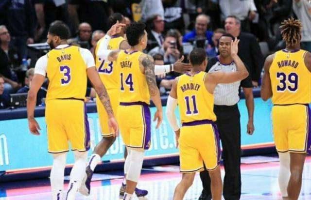 原创             ESPN权威分析,复赛后十大豪强的致命问题,湖人快船雄鹿皆非完美