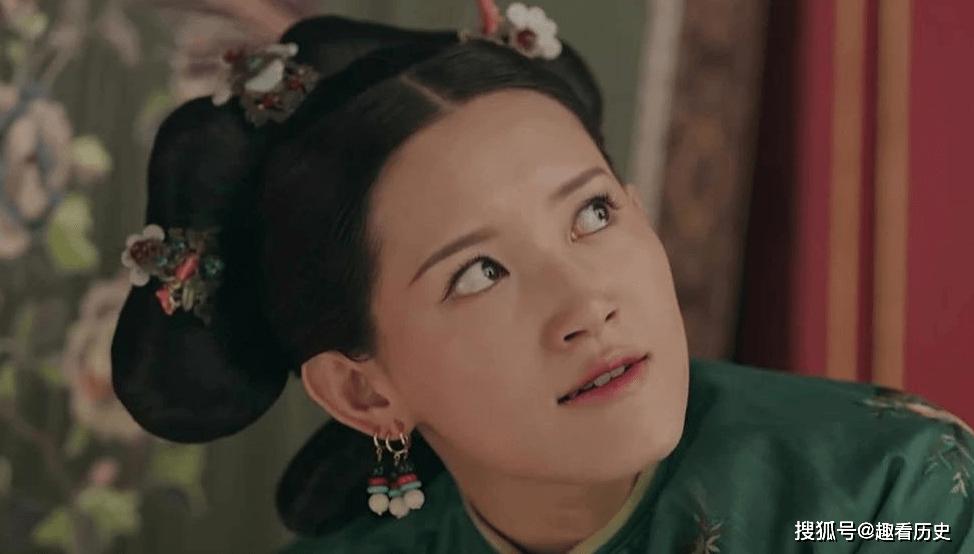 她是乾隆最早宠爱的妃嫔,皇帝还把她妹妹接进宫,却遭到太后厌恶
