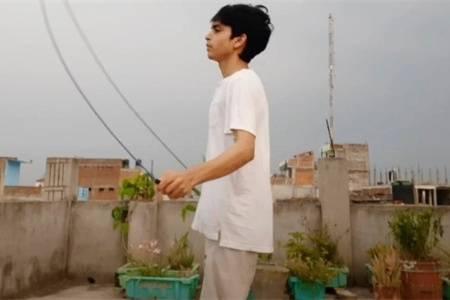瘦小伙尝试每天跳绳2000下,坚持半个月,看跳绳效果怎么样?