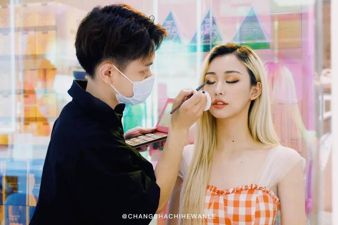 49位艺人网红打造的高颜值美妆体验店来袭!
