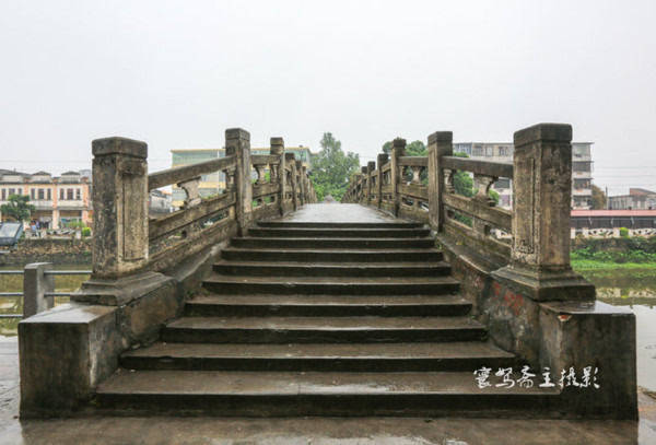 原创             来到广东的赤坎古镇,一定要去潭江边的骑楼街走走