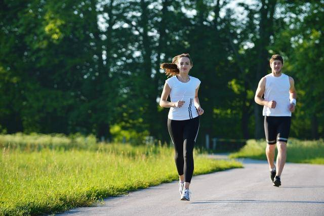 坚持跑步有什么好处?这3个不一样的跑法,提高燃脂效率