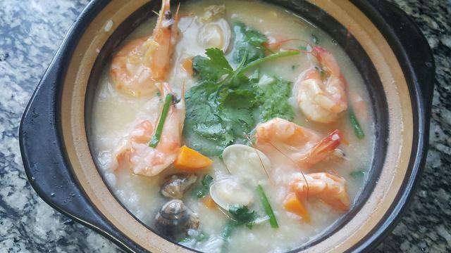 砂锅粥,广东很出名的一道美食,鲜香美味又好吃,做法很简单