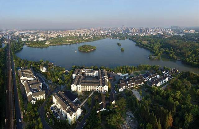 嘉兴地处中国东部、浙江省东北部,是长江三角洲杭嘉湖平原的重要土地