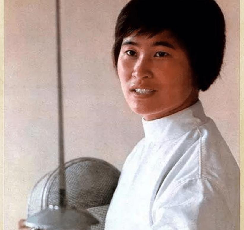 她是中国奥运击剑冠军,为救闺女入加拿大籍,最终获得任何人宽容
