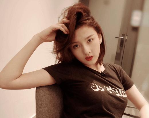 女明星上大学年龄,张子枫娜比18岁