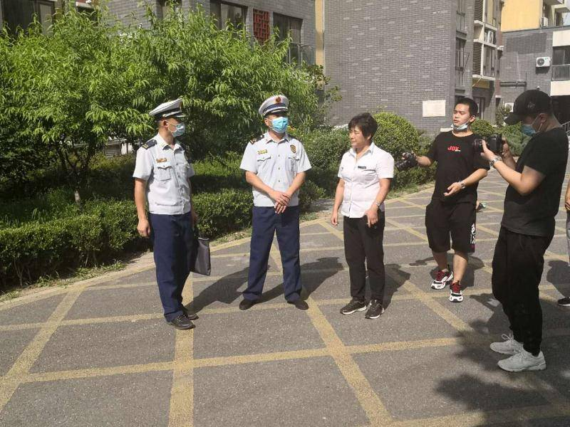 怀柔消防救援支队团结区融媒体中心录制了近期典型消防宁静小贴士特
