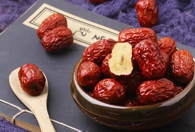 原创吃红枣能补血?每天吃多少红枣比较合适?养生精英告诉你
