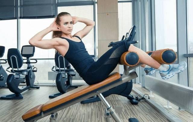 不做梨型身材女人,6个瑜伽体式练出细腰美腿,让你成为夏日亮点