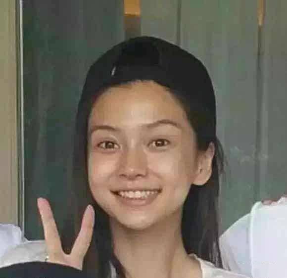 """不当小龙女的李若彤,浓妆艳抹美得太惊艳了,""""眼神杀""""好撩人"""