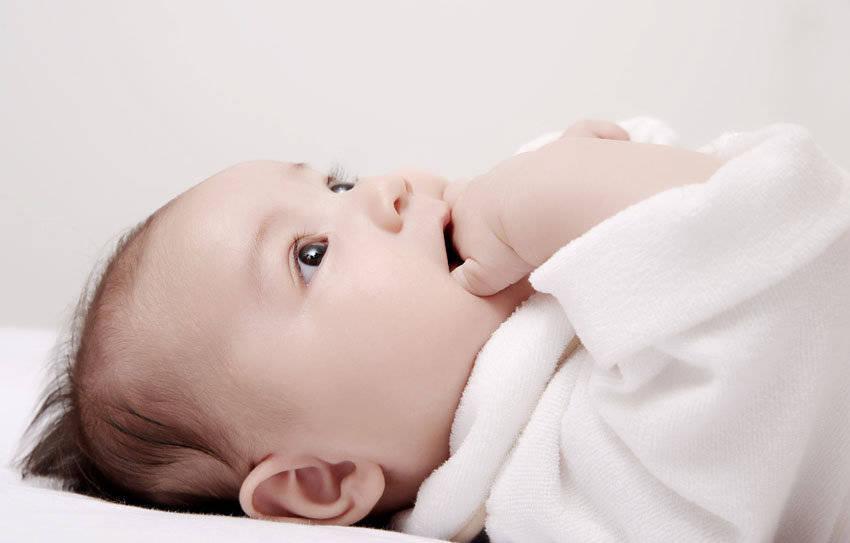 世界母乳喂养周|听哭闹、看体重!如何判断新生儿奶吃够没有