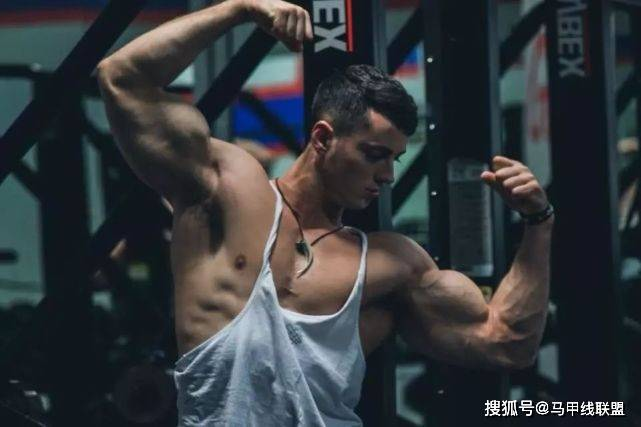 从癌症少年变成肌肉男,坚持健身锻炼,让他重获新生!