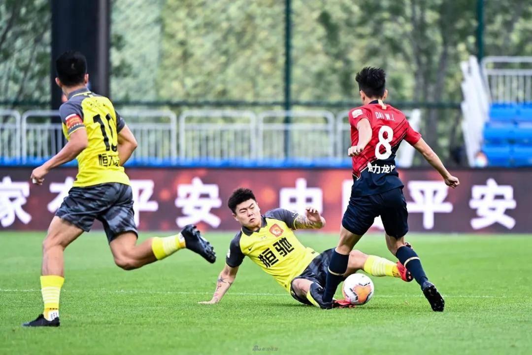上海名记炮轰杨立瑜:不要把你的坏习惯带到国足!