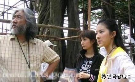 16年前她为刘亦菲撑伞,16年后刘亦菲被她甩了一大截,风水轮流转
