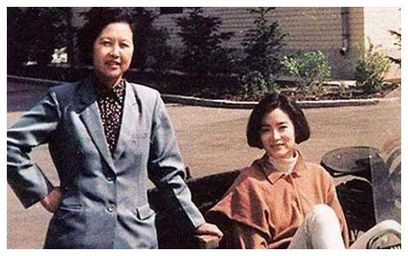 她是林青霞的妹妹。她与河南在遥远的地方结婚