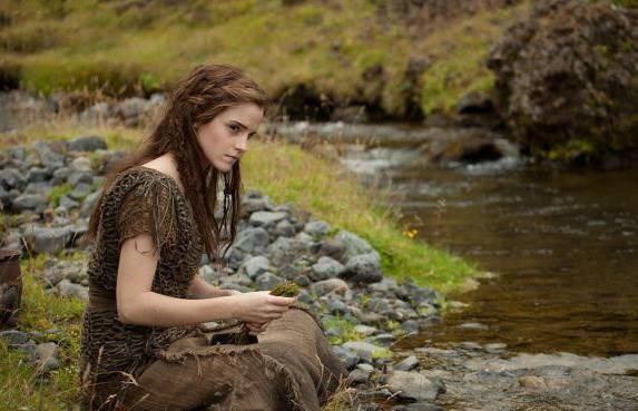 《哈利波特》赫敏变身泼辣少女,打仗不用魔杖用斧头_艾玛