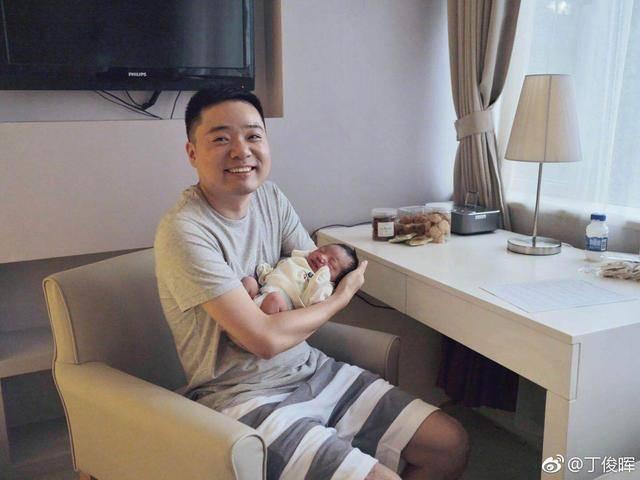 丁俊晖女儿2周岁生日,成为丁俊晖最大牵挂,女儿奴父爱满满