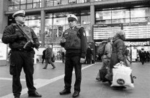 此案被德国警察视为耻辱,追捕16年的神秘女杀手,竟是一根棉花棒_中欧新闻_欧洲中文网