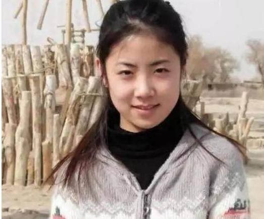她因长相清纯18岁获赵本山力捧,拒绝陪酒遭封杀,今成乡