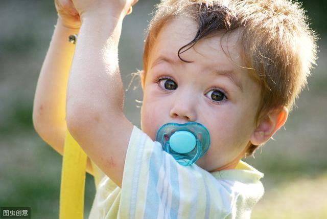 给孩子用安抚奶嘴有害吗?好处和坏处,一次给你说清楚