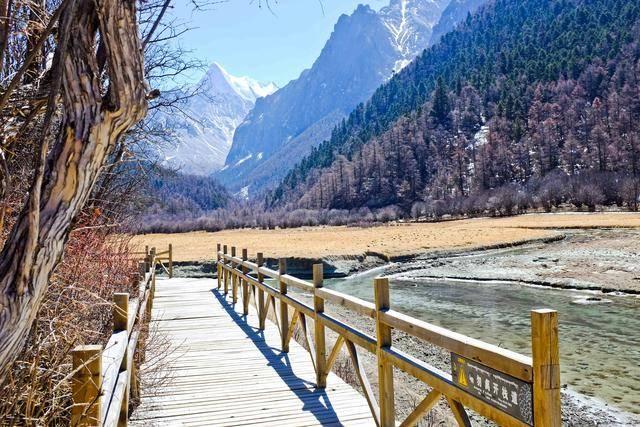 原创             自驾游最不容错过的一站,来川西线,在此能看到大自然的风情万种