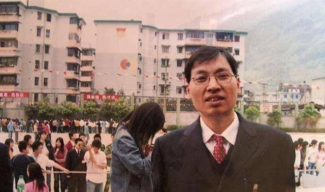 汶川地震为学生付出生命的谭千秋,他女儿从北大毕业后又上了哈佛
